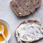 pão miolo tamaras e nozes